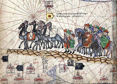 https://upload.wikimedia.org/wikipedia/commons/thumb/0/0c/Caravane_Marco_Polo.jpg/800px-Caravane_Marco_Polo.jpg >>>> Fonte: Wikimedia Autore: Abraham Cresques, Atlas catalan Licenza: Public Domain